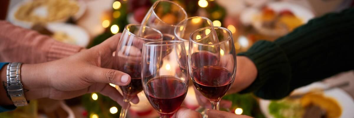 Wein zum Weihnachtsessen: Passende Begleiter zum Festtagsmenü